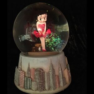 Betty Boop Snow globe. Super cute!!